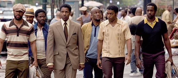 Frank Lucas loopt met zijn gang door Harlem, New York